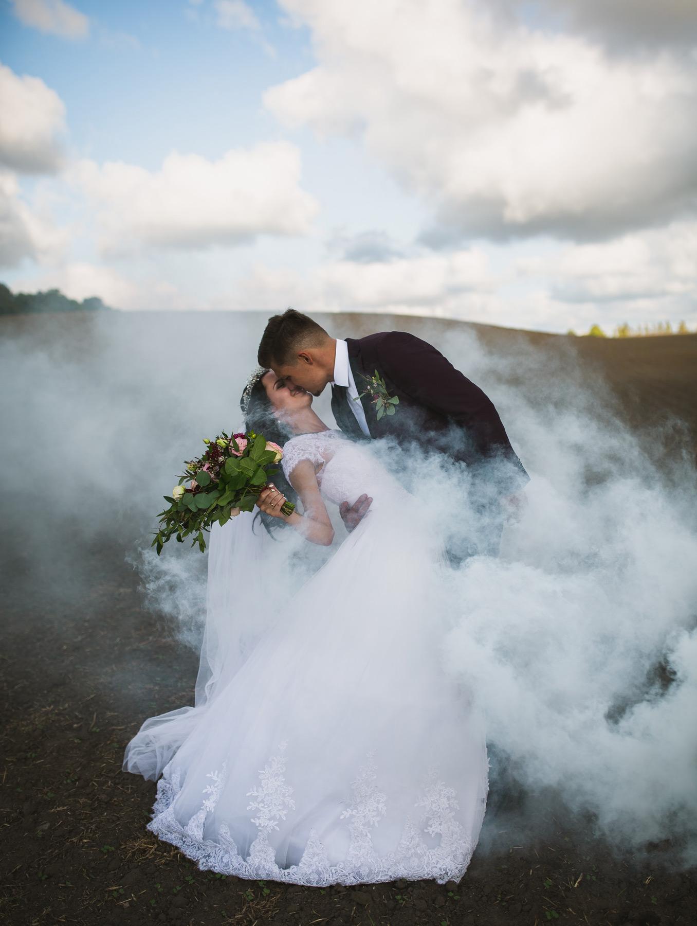 Blog post Blog #7 Waarom je altijd een professionele fotograaf moet inhuren om je bruiloft vast te leggen!